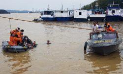 Tiga Orang Dilaporkan Terjebak Dalam Mobil yang Tercebur di Sungai Mahakam