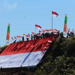 Peringati HUT RI ke-75, Warga Krayan Bentangkan Bendera di Puncak Gunung Yuvai Semaring
