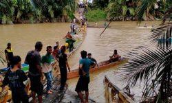 Jembatan di Paser Belengkong Ambruk, Warga Tercebur ke Sungai
