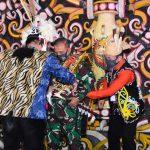 Pangdam Mulawarman Dapat Gelar Kehormatan Adat Dayak Kenyah