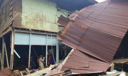 Dapur Rumah Ibu Asma Roboh Diterjang Hujan dan Angin Kencang