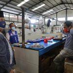 Sosialisasikan Protokol Kesehatan di Pasar Induk, Pjs Gubernur Kaltara Bagikan Masker