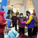 Sarung Samarinda dan Masker Etnik Bikin Kagum Istri Gubernur DI Yogyakarta
