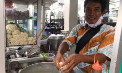 Cerita Slamet Penjual Mie Ayam di Kawasan Gubernuran, Nangis Ingat Istri & Anak di Kampung