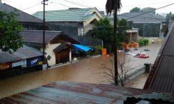 Warga Delapan Kecamatan di Manado Dilanda Banjir