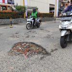 Jalan Rusak di Samarinda Memalukan, Viral Dulu Baru Diperbaiki