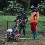 Satgas Pamtas Yonarhanud 16/SBC Ajarkan Sistem Pertanian Modern di Sei Menggaris