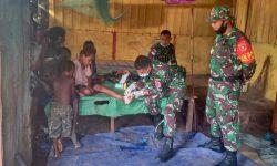 Menengok Upaya Satgas Pamtas RI-PNG Yonif 611/Awl Obati Kaki Warga Papua Terkena Kapak