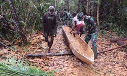 Bantu Bikin Kole-kole, Satgas Yonif 611/Awl & Warga Kampung Kweel di Papua Sudah Seperti Saudara
