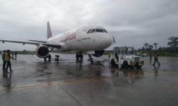 Batik Air PK-LUT yang Putar Balik ke Jambi Ditarik ke Apron Bandara Sultan Thaha