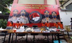 Polisi Bongkar Pabrik Ganja Sintentis di Apartemen