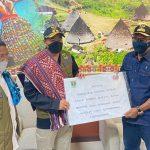 Heli BNPB Antar Bantuan 1,5 Ton Rendang Masyarakat Sumbar bagi Warga NTT