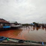 Tim Gakkum Lingkungan Hidup Ambil Sampel Sungai Mahakam Tercemar, Pemilik CPO Dicari