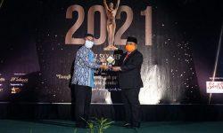 Pemimpin Inspiratif, Madri Pani Raih Penghargaan 7 Sky Media Award