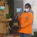 Bupati Serahkan 346 Paket Sembako Kepada Petugas Kebersihan