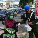 Peduli Sesama, Polisi Militer di Samarinda Bagikan 1.000 Takjil Selama Ramadan