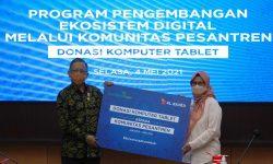Kembangkan Desa Digital, XL Axiata Donasikan 100 Laptop ke 12 Pesantren