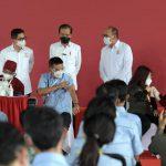 Cek Vaksinasi Gotong Royong untuk Pekerja, Presiden: Semoga Produksi Kembali Normal