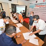 IPC Group& Mitra Usaha Tanda Tangani Deklarasi Pelabuhan Bersih