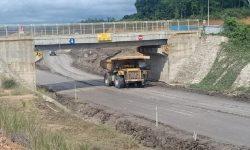 Setelah Meresmikan, Gubernur Serahkan Jembatan PT FKP ke BBPJN
