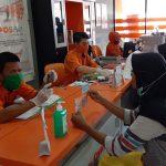 Bayar Bansos, Seluruh Petugas Pos Indonesia Sudah Divaksin