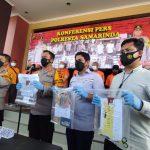 Polisi Bongkar Sindikat Pemalsu Kartu Vaksin & PCR di Samarinda, 9 Orang Dipenjara
