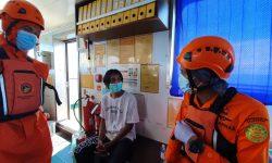 Basarnas Balikpapan Evakuasi Triono yang Selamat Usai Tiga Hari Terombang-ambing di Laut