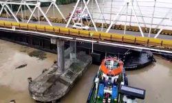 Pilar Jembatan Mahakam Ditabrak Lagi, Badan Tongkang Sampai Sangkut