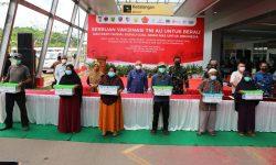 Berau Coal Dukung Serbuan Vaksin TNI AU dan Bagikan Paket Sembako untuk Masyarakat Terdampak COVID-19