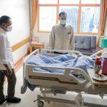 Serahkan Bantuan, Presiden Jokowi Minta Perawatan Verawaty Terjamin