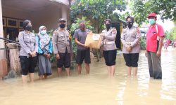 Polwan & Bhayangkari Polresta Samarinda Kompak Donasi Bantuan Korban Banjir di Loa Janan Ilir