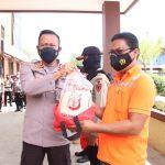 100 Paket Sembako Didistribusikan TNI/Polri di Samarinda dari Rumah ke Rumah
