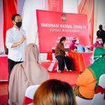 Presiden Jokowi Tinjau Vaksinasi di Kota Blitar