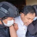 Sudah P21, Penyidik Segera Serahkan Munarman dan Barang Bukti ke Kejaksaan