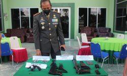 Momen HUT TNI ke-76, Kodim 0913/PPU 'Dihadiahi' Senpi Serupa AK-40