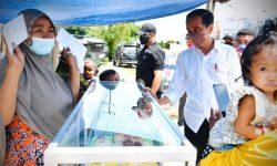 Pedagang Bentangkan Spanduk di Jalan, Presiden Beri Tambahan Modal Usaha