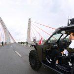 Presiden Jokowi Jajal Jembatan Sei Alalak Naik Rantis